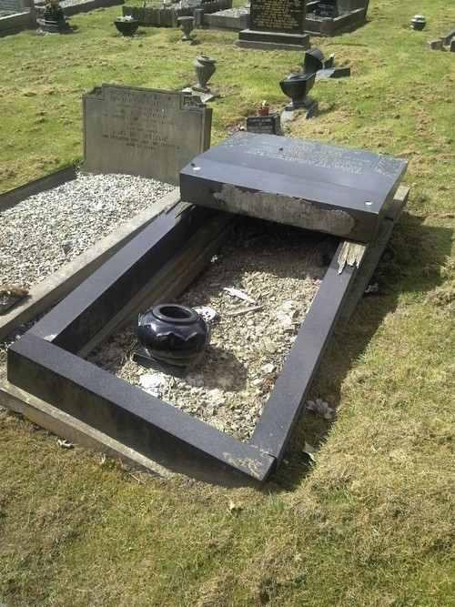 prescot_cemetery_grave_5