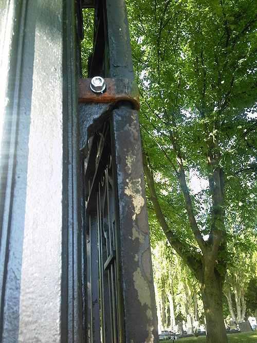 prescot_cemetery_gates_rust