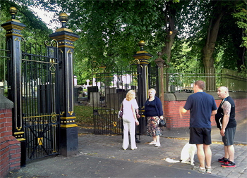 prescot_cemetery_gates_friends