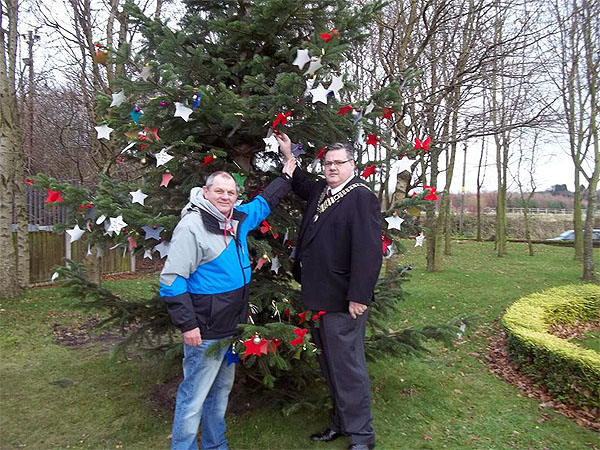 wich_knowsley_cemetery_whiston_christmas_tree