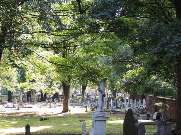 prescot_cemetery_churchyard_2